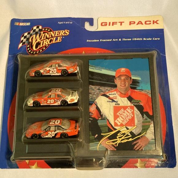 NASCAR Tony Stewart gift pack 3 1:64 scale cars 20